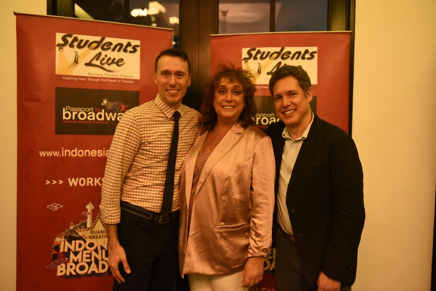 Stephen Brotebeck, Amy Weinstein, dan Seth Weinstein dari StudentsLive - Passport To Broadway
